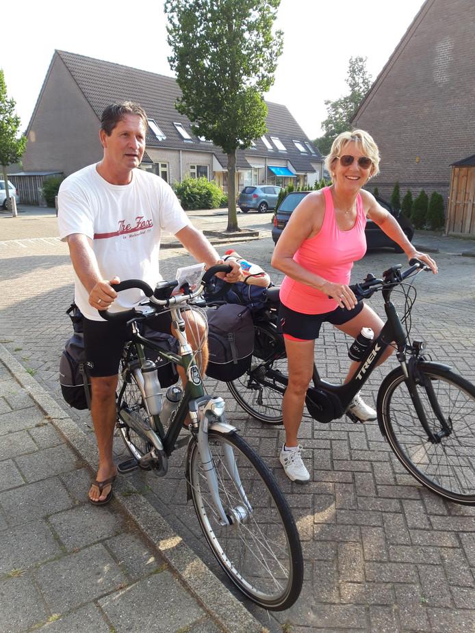 Rico en Wilma de Vos bij de start van hun tocht op 25 juli in Bodegraven.