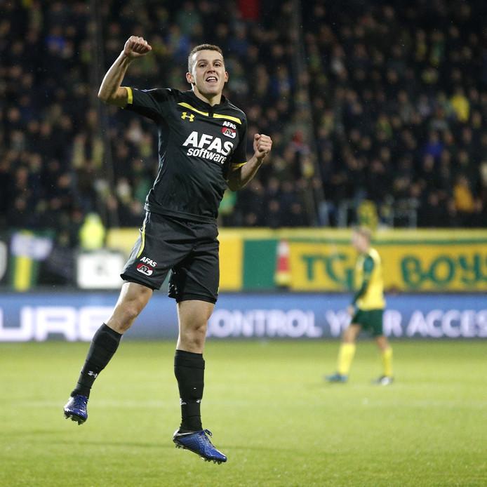 Oussama Idrissi is blij met de 0-2.