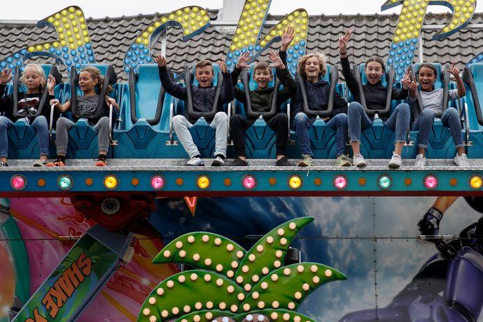 De kermis is weer in Zutphen, vorig jaar. Jongeren vermaakten zich prima met de attracties in de Zutphense binnenstad.