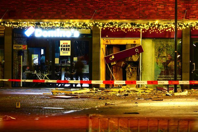 Bij een pinautomaat van de SNS Bank in een winkelcentrum in Enschede-Zuid heeft vrijdag vroeg in de ochtend een plofkraak plaatsgevonden.