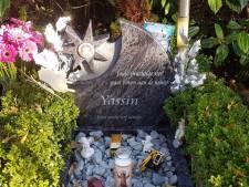 Eindelijk grafsteen voor vermoorde Yassin