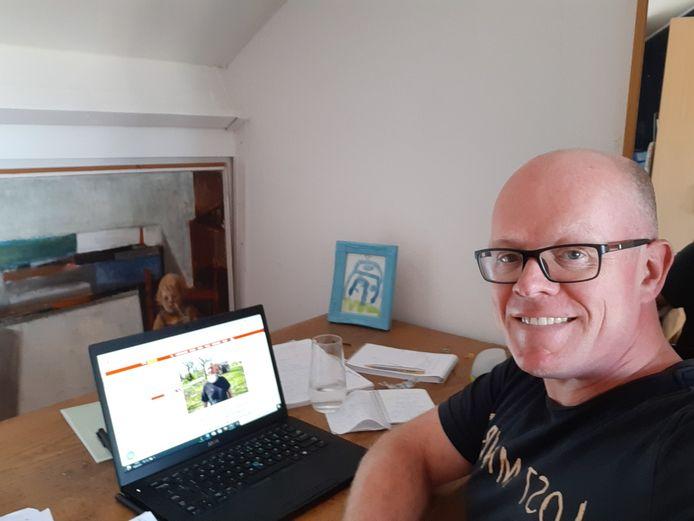 Verslaggever Hein Eikenaar werkt niet op de redactie Tilburg, maar op zijn zolder.