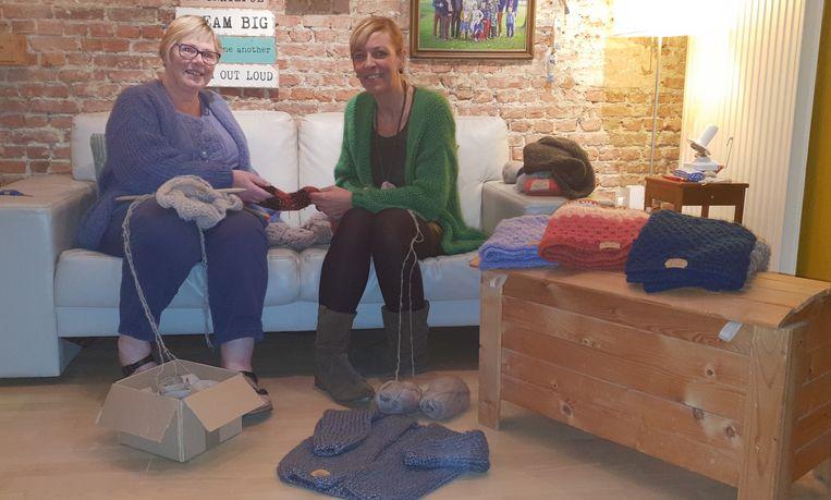 Buurvrouwen Breien En Haken Erop Los Voor Het Goede Doel Duffel