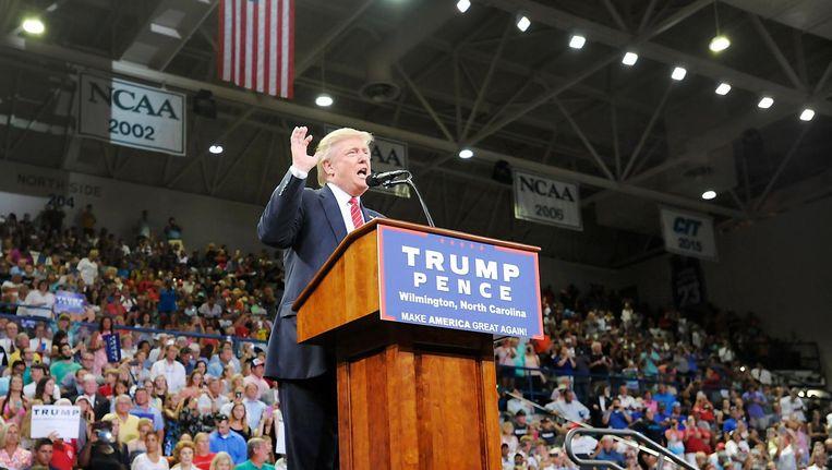 Trump spreekt zijn aanhangers in Wilmington toe. Beeld null