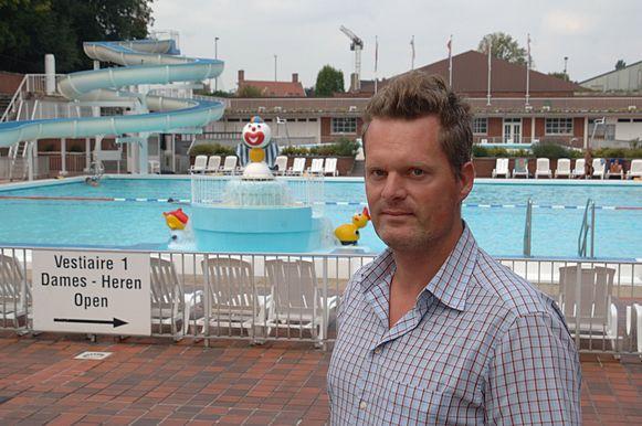 Jeroen Thibaut van de Abdijkaaimannen in het open zwembad in Kortrijk.