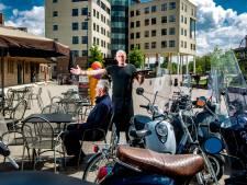 Eindelijk oplossing voor scooteroverlast op Stationsplein Deventer: nieuwe parkeerplekken en boetes