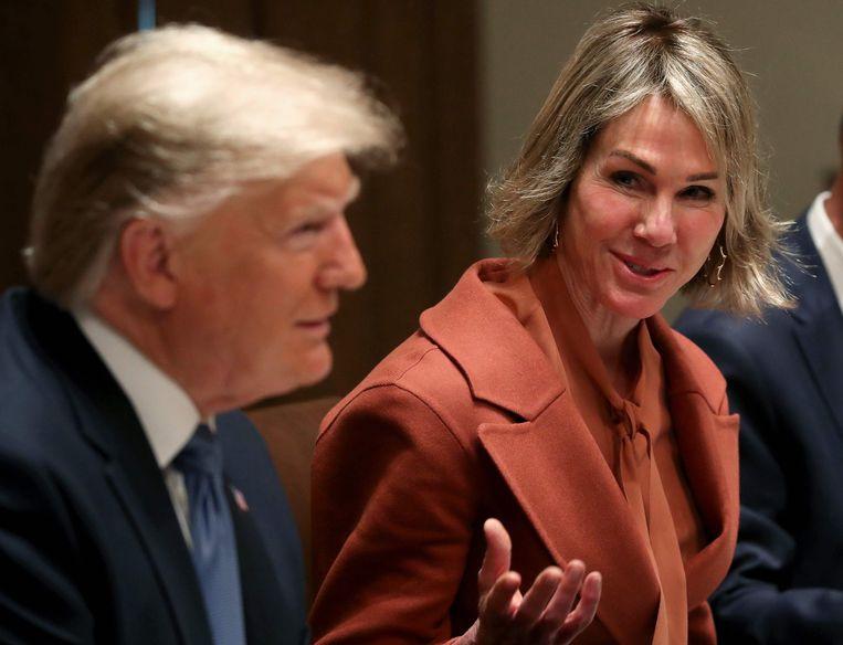 President Trump en KellyCraft, de ambassadeur van de Verenigde Staten bij de  Verenigde Naties, bij een bijeenkomst bij de VN- Veiligheidsraad in december vorig jaar. Beeld AFP