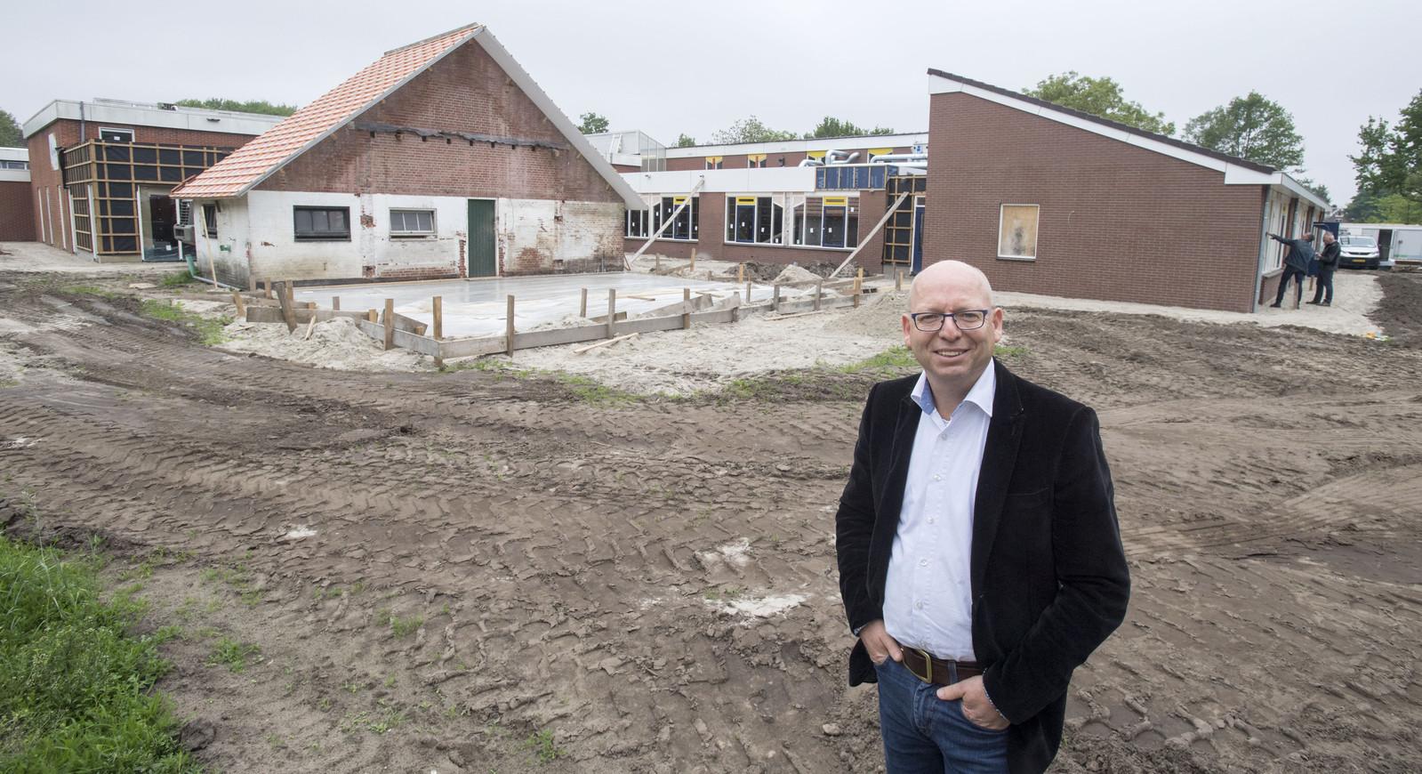 Directeur Jan-Willem Stegeman bij De Welle waar nog hard gewerkt wordt.