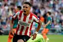Donyell Malen is door het dolle heen nadat hij PSV op 1-1 heeft gezet.
