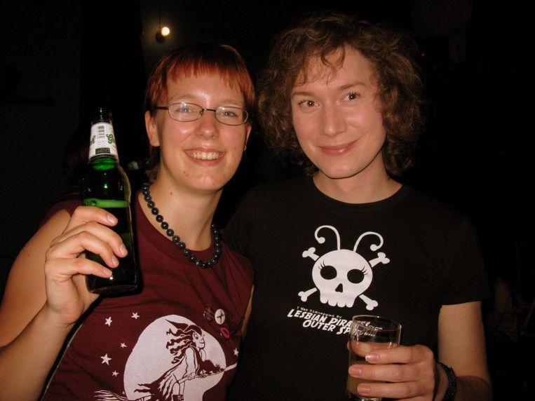 Tamar en Sophie (krullen). Beeld