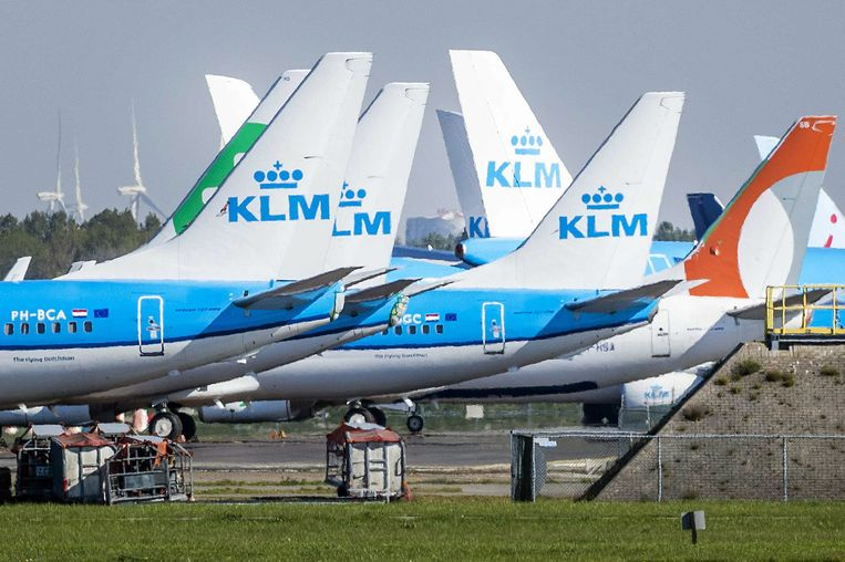 Door de coronacrisis staan zo'n beetje alle vliegtuigen nu aan de grond.  Beeld EPA