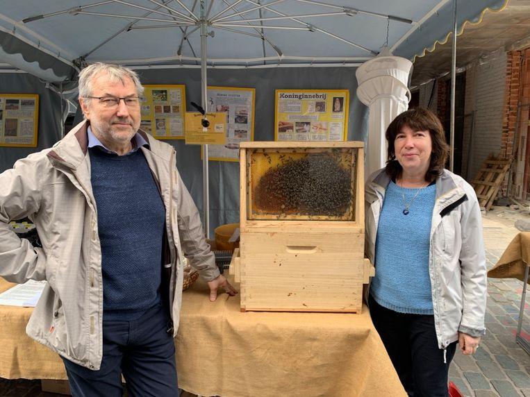 Walter en Elza met hun bijen.