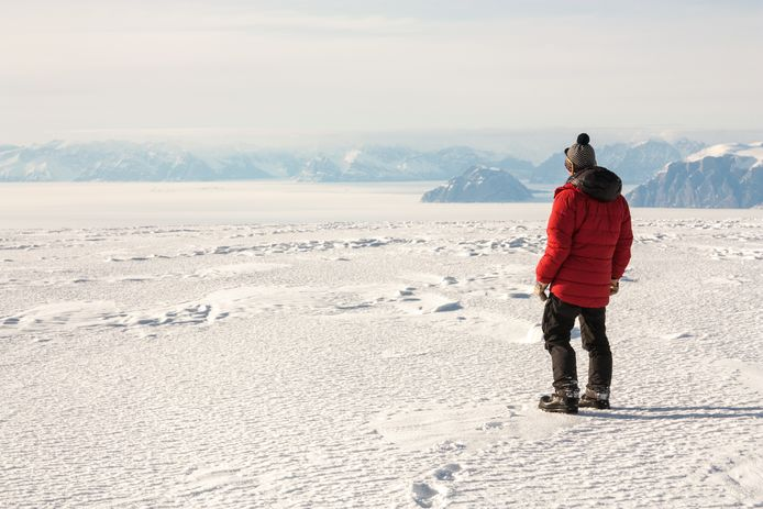 Eén van de klimaatonderzoekers tijdens op expeditie in Groenland