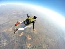 Belgische vrouw vecht voor haar leven nadat parachute niet opent na sprong uit vliegtuig