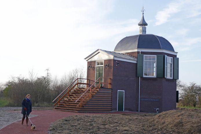 De replica van Koepel Zeeburg in Oostvoorne is in 2014 opgeleverd.