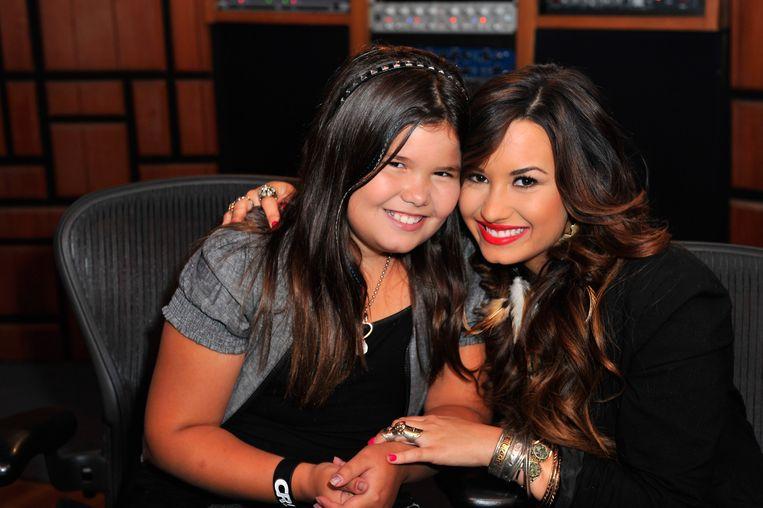 Demi Lovato en haar halfzus Madison De La Garza in 2011.