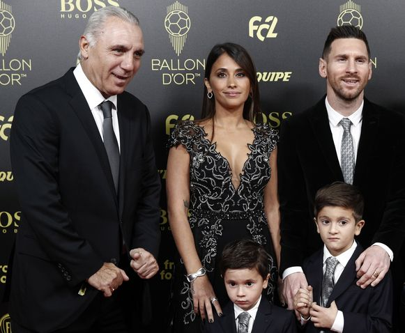 Hristo Stoichkov ging op de foto met Lionel Messi en zijn gezin.