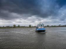 Pinnen moét om de IJssel met 't Kleine Veer bij Zwolle over te steken