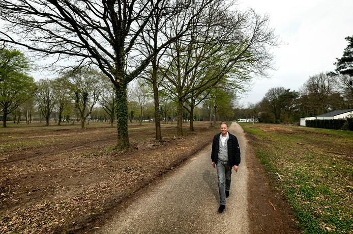 Martien Bots op het inmiddels grotendeels gesaneerde park De Rooije Asch in Handel. archieffoto
