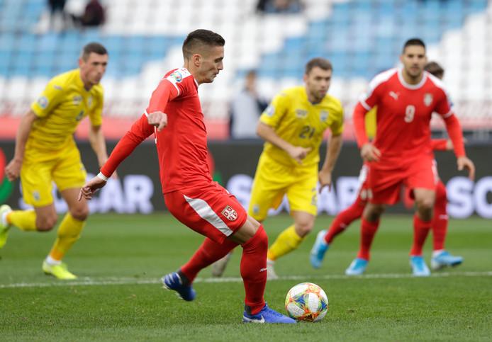 Dusan Tadic benut een strafschop tegen Oekraïne.