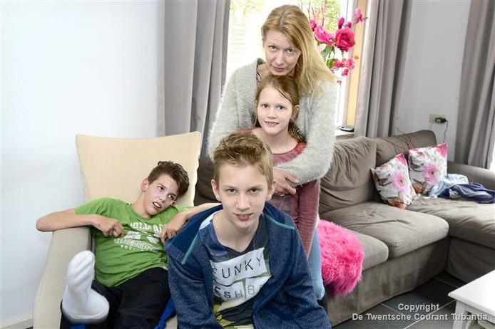 Claudia Desmet met haar kinderen Giuliano, Serena en Damiano