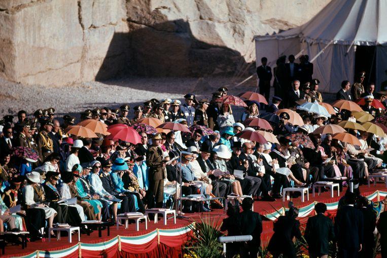 1971: de sjah van Perzië tijdens de festiviteiten Beeld Getty