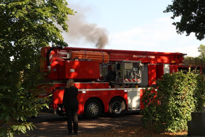 Zwarte rook uit crematorium aan Tuinzigtlaan Breda