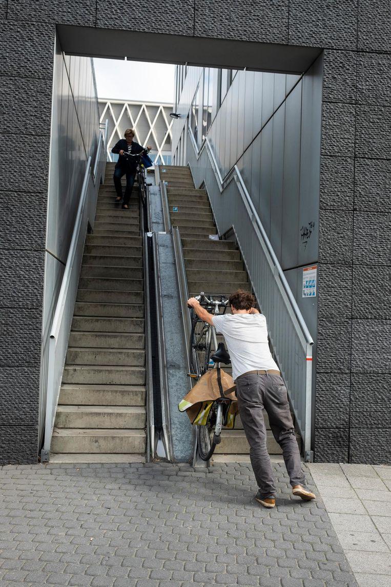 De trap nemen is al moeilijk voor jongeren, laat staan voor ouderen en mensen met een beperking.
