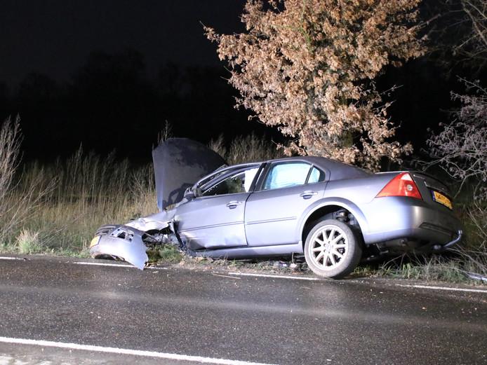 De man crashte met zijn wagen langs de kant van de weg in Veenendaal.