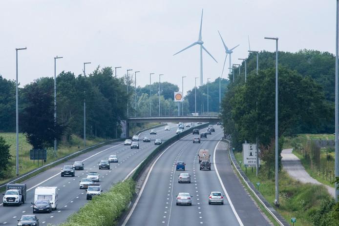 De brug aan de Volkershouw over de E40 is sinds 2011 dicht voor alle gemotoriseerd verkeer.
