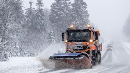 Sneeuwchaos houdt aan in Oostenrijk en zuiden van Duitsland: opnieuw hevige sneeuwval en lawinegevaar