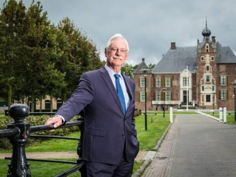 Als burgemeester van Epe moet Van der Hoeve soms op z'n handen zitten: 'Mensen maken het heel persoonlijk'
