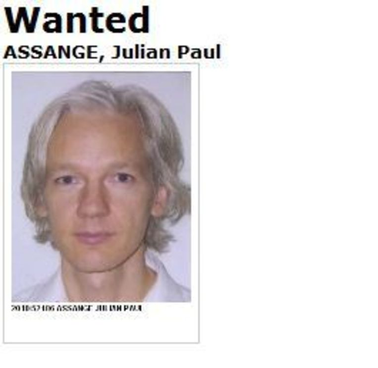 Screenshot van de website van Interpol, met het internationale arrestatiebevel tegen Assange. Beeld null