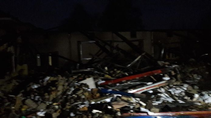 Een deel van het gebouw ligt volledig in puin.