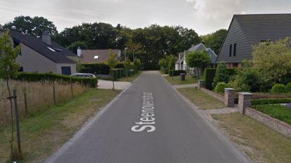 Vrouw lichtgewond bij botsing met andere wagen in Steenovenstraat