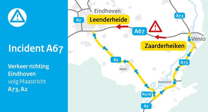 File op de A67. Omrijden via de A73 is niet mogelijk. Die weg is dicht voor wegwerkzaamheden.