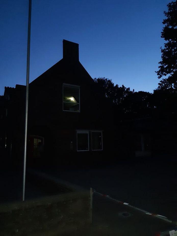 Een getuige hoorde het alarm afgaan van de school.