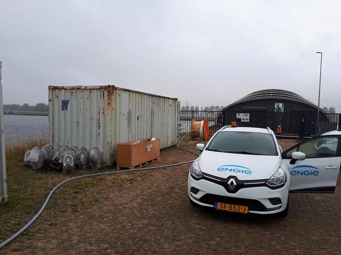 Bij de balgstuw in Kampen zijn kabels en haspels gestolen.