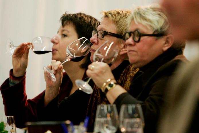 ,,Alle wijnhandels in Dordrecht laten hun klanten wijn proeven'', zegt de advocaat.