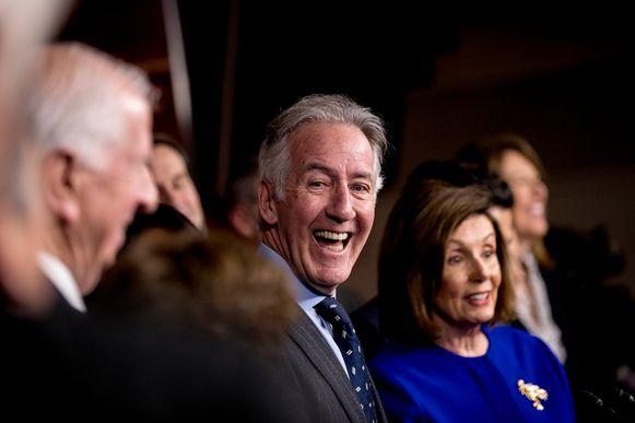 Democraten Nancy Pelosi en Richard Neal tijdens een persconferentie over het handelsakkoord.