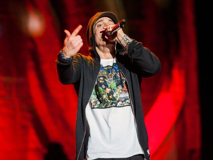 Eminem heeft met zijn nieuwe album direct voor ophef gezorgd.