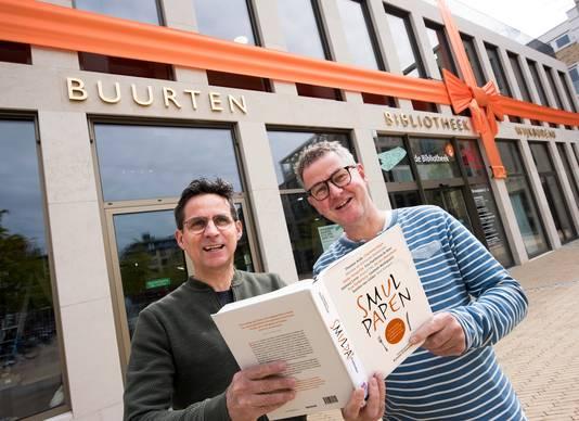 Erik Derksen (r) en compagnon Bob Gijsberts openen zaterdag hun horecagelegenheid in de bieb van Leidsche Rijn Centrum.