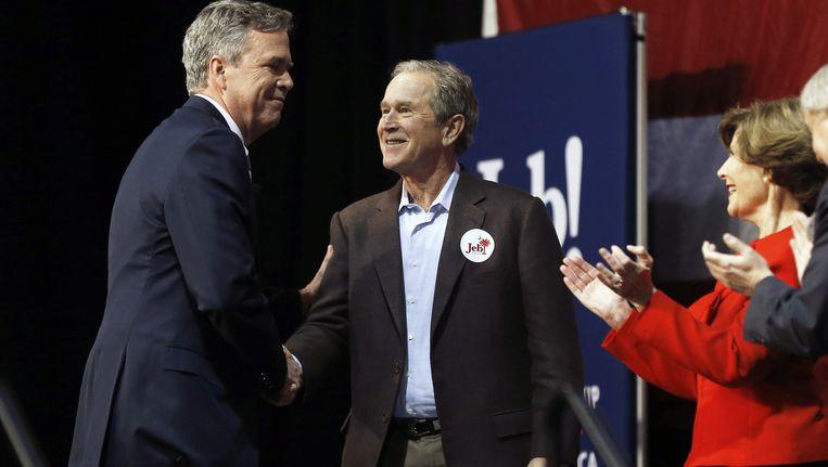Jeb, George en Laura Bush. Beeld null