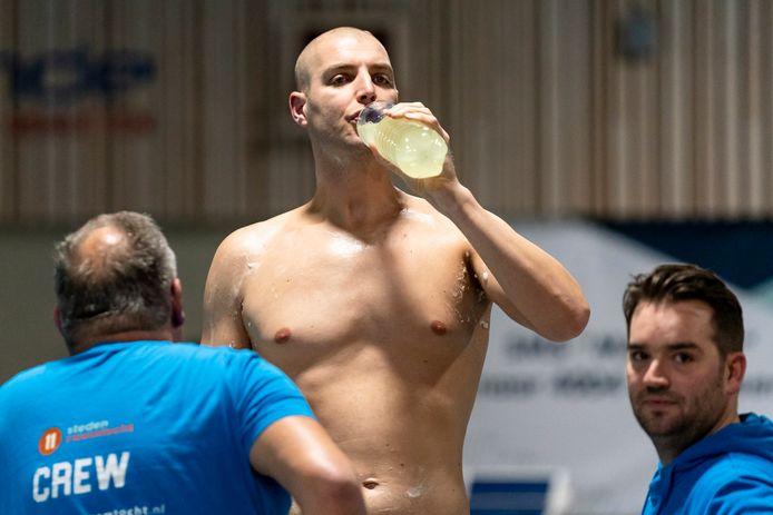 OOSTERHOUT, Netherlands, 23-01-2020, dutchnews, , Start of Maarten van der Weijden's twenty-four hour swimming record