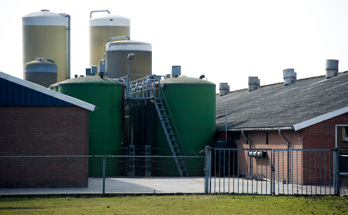 De emissie van veehouderijen daalt vooral op papier.