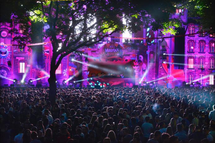 Nederland, Nijmegen, 16-7-2016 Zomerfeesten begonnen, Zaterdagavond. Matrixx at the park DGFoto editie Nijmegen