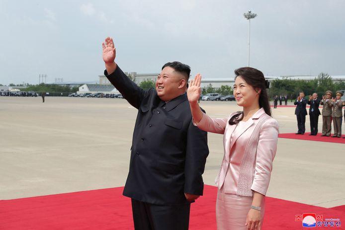 Kim Jong-un (links) en zijn vrouw Ri Sol-ju op een foto uit juni 2019.