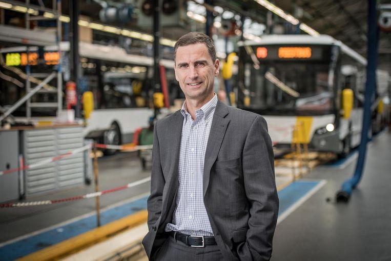 Peter Wouters in de fabriek van VDL Bus Roeselare.