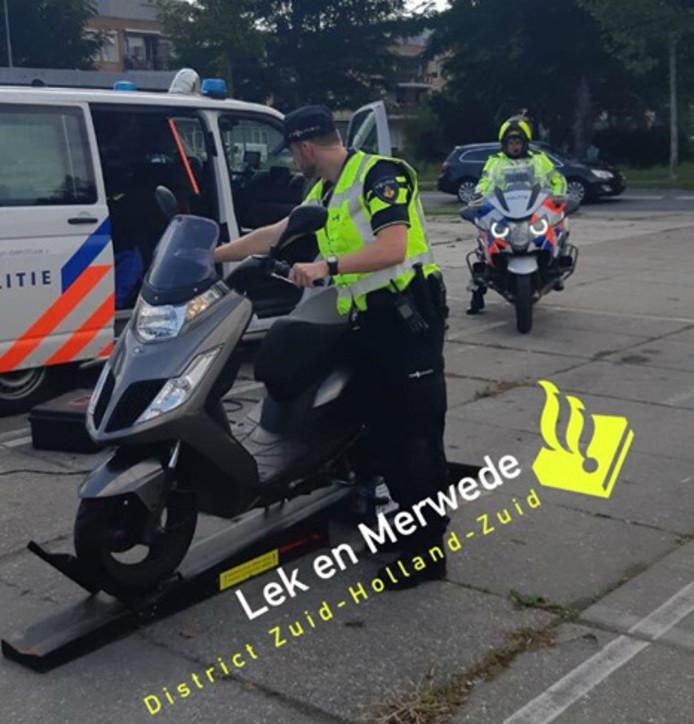De politie Lek en Merwede controleerde dinsdag bestuurders in Arkel, Groot-Ammers en Nieuw-Lekkerland.