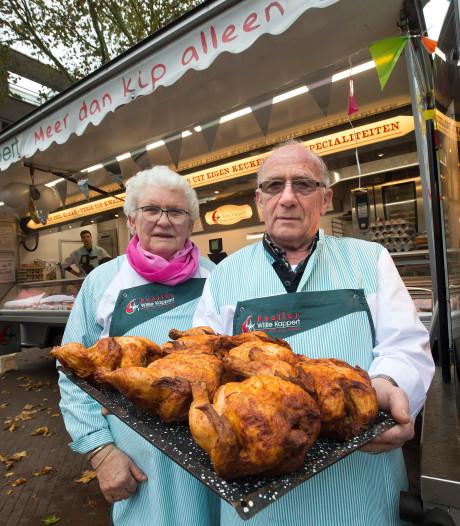 Willie en Willy al 60 jaar op de Zevenaarse markt met hun kip